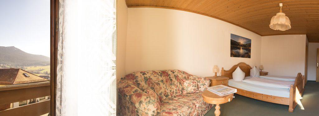 Doppelzimmer mit Balkon zum Hof